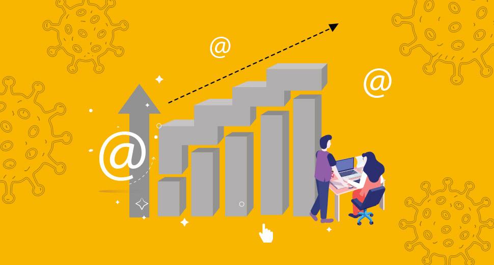 Imagem com fundo amarelo. No centro tem a ilustração de um homem e uma mulher realizando compras pela internet, e um gráfico representando o crescimento das vendas on-line.
