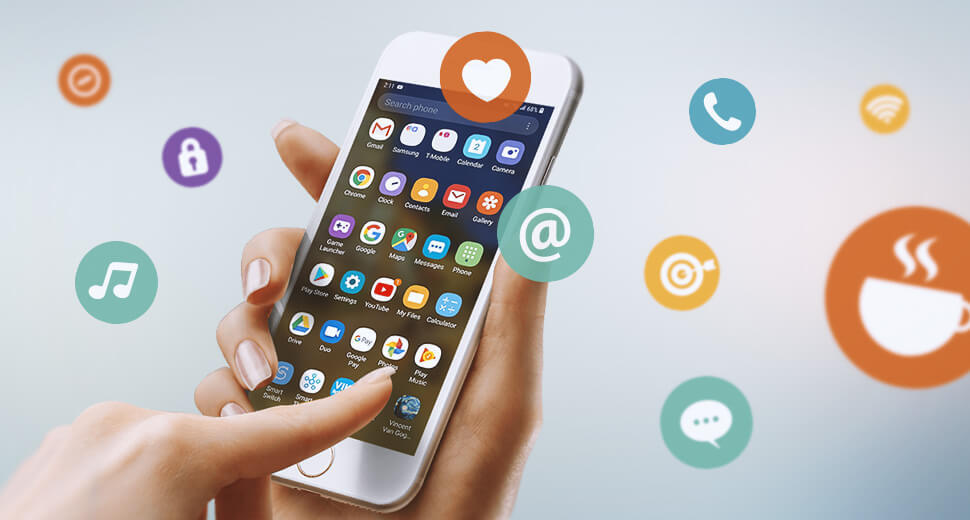 Foto das mãos de uma mulher segurando um smartphone. Na tela aparecem diversos aplicativos. Ao redor deles, flutuam ilustrações de diferentes ícones.